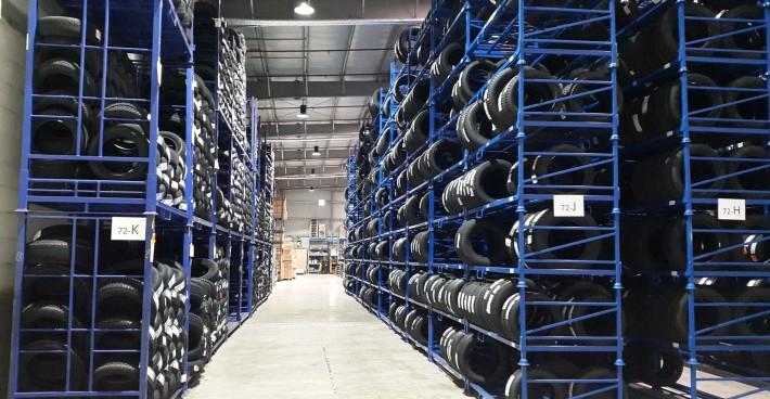 Eclairage stockage de pneumatiques